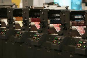 printing printing industry printing technology pressure 300x200 - วิธีการเลือกเครื่องใช้สำนักงานและอุปกรณ์สำหรับธุรกิจของคุณ